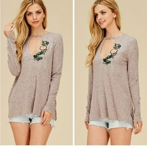 Apple Blossom Keyhole sweater sz large